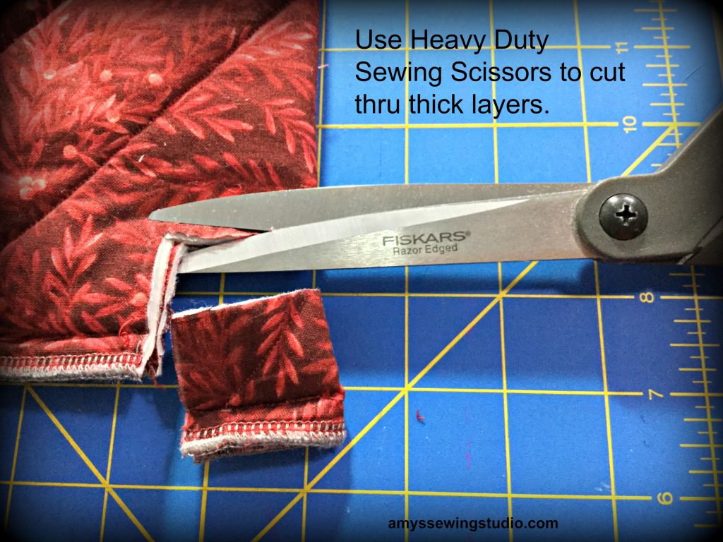 FISKARS Razor Edged Scissors. Use these Heavy Duty Sewing Scissors with thick layers of fabric.   Read this Tutorial for a DIY casserole Carrier for all directions and more photos!